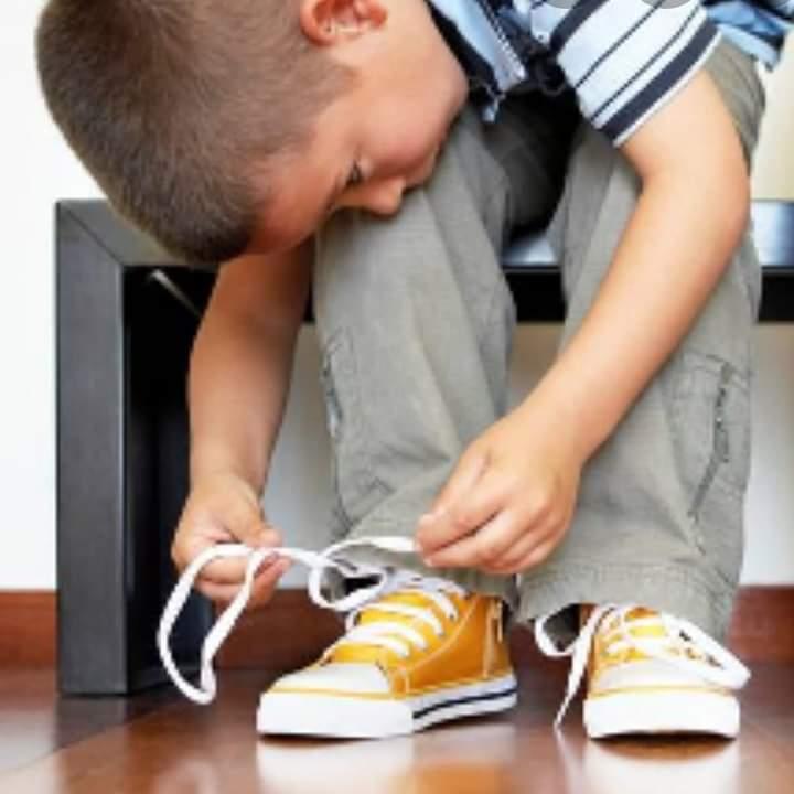 Как приучить ребенка носить обувь?