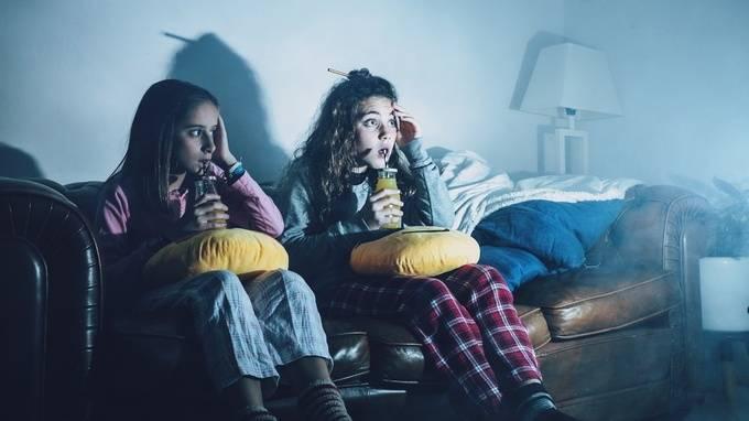 Что делать родителям, если ребенок боится спать один