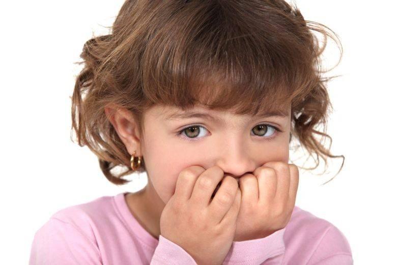 Ребёнок грызёт ногти – что делать?