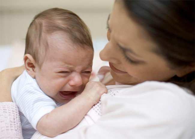 Ребенок отказывается от грудного вскармливания: причины и тактика действий