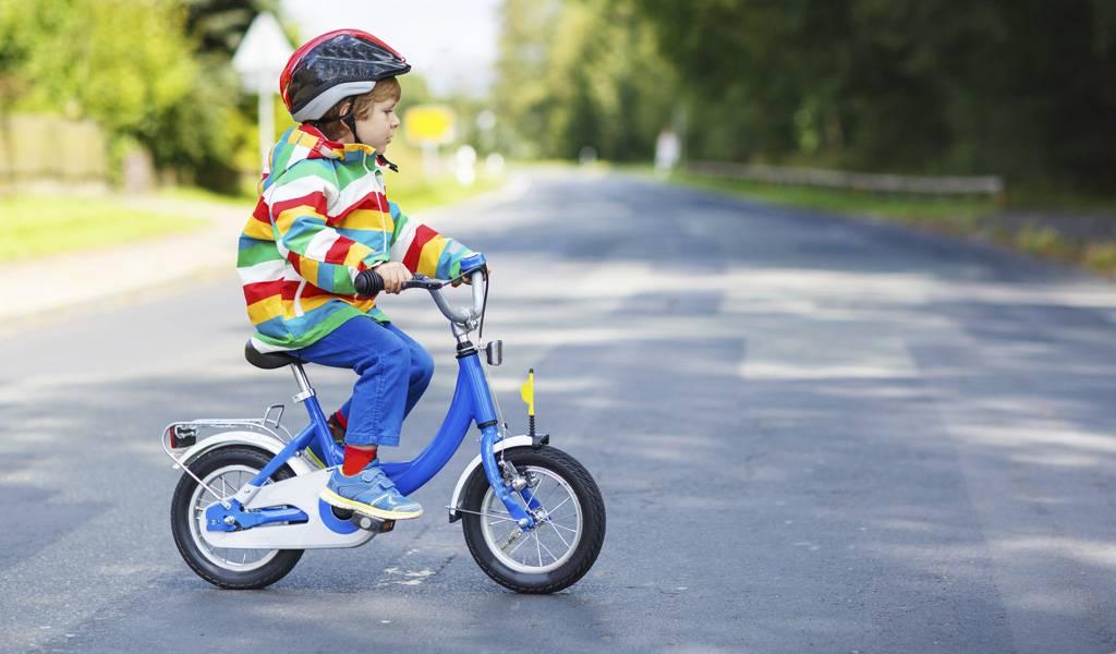 Учим ребенка кататься навелосипеде: что необходимо знать родителям, чтобы научить и превратить процесс в быстрый иинтересный для обеих сторон