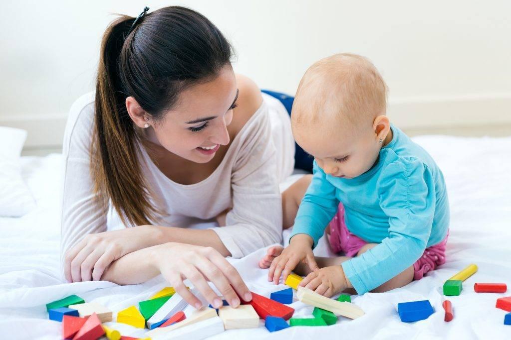 Как развивать ребенка в 7 месяцев: веселые занятия с малышом