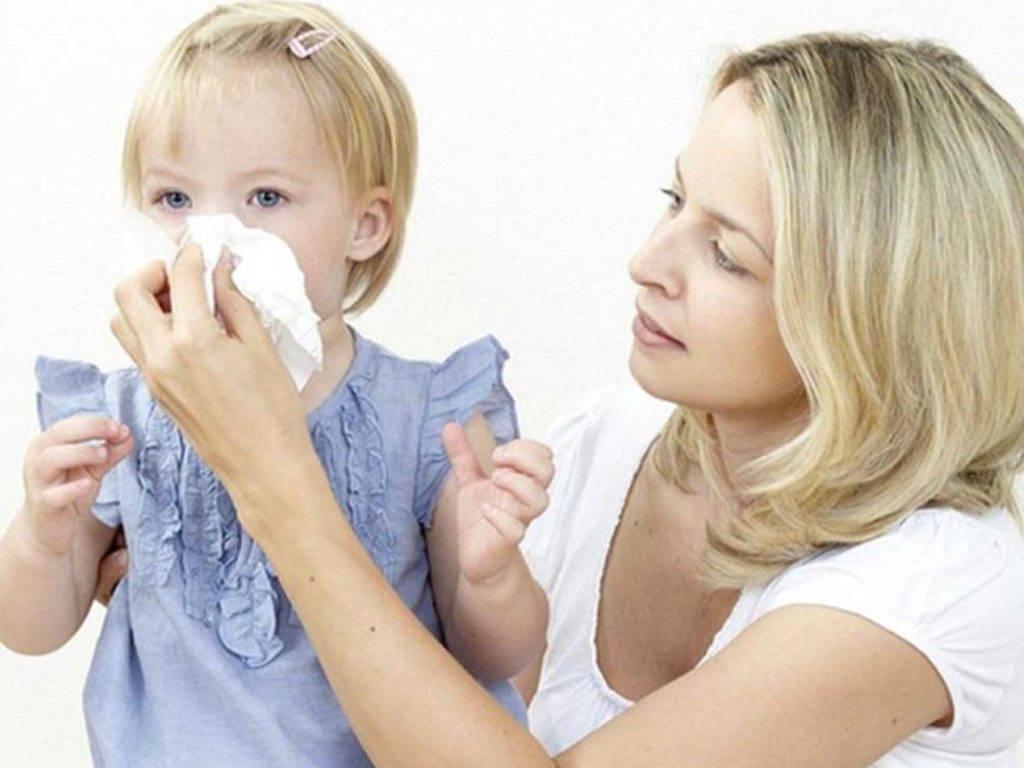 Учим ребенка 2-3 лет сморкаться