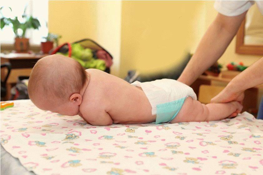 Упражнения, как научить ребенка переворачиваться на бок, со спины на животик и обратно быстро и правильно