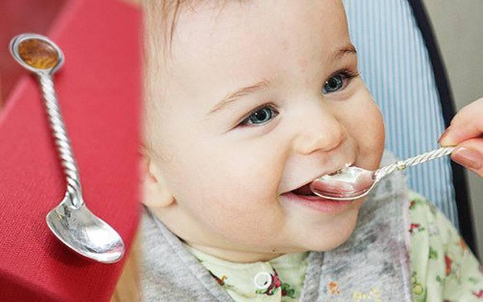 Серебряная ложечка для младенца: кто, когда и зачем дарит?