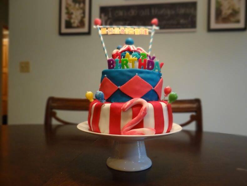 Подарки мальчику на 4 года: идеи для развлечений и развития