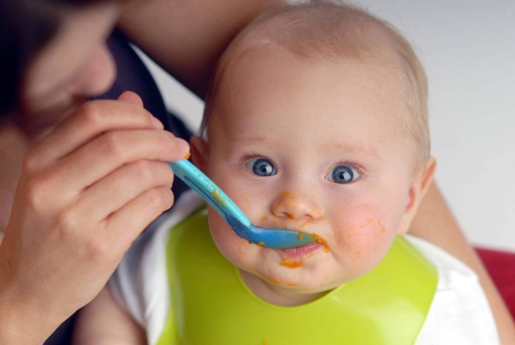 Как понять, готов ли ребенок к прикорму: признаки готовности к прикорму