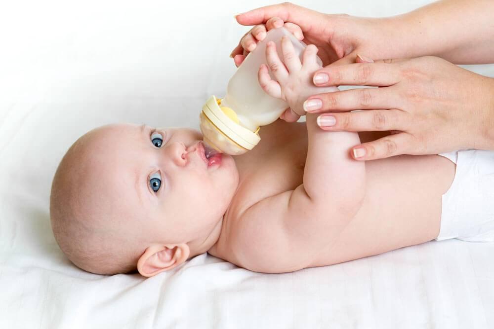Как научить ребенка пить из бутылочки: 2 способа и 6 рекомендаций врача