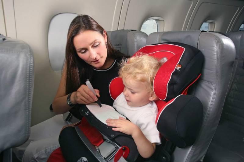 Правила перелета детей до 3 лет: как лететь в самолете с грудным ребенком