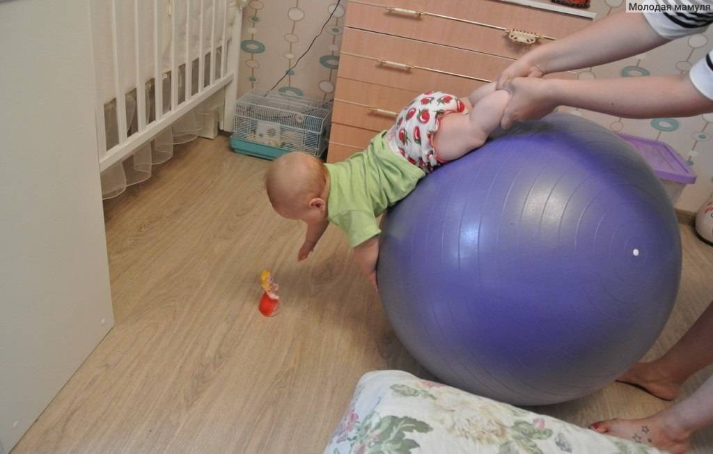 Гимнастика на мяче для грудничков