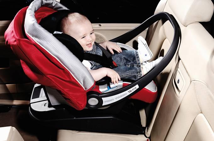 Что лучше для новорожденных автолюлька или автокресло?