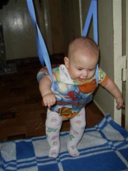 Раннее присаживание ребенка: опасно ли это?