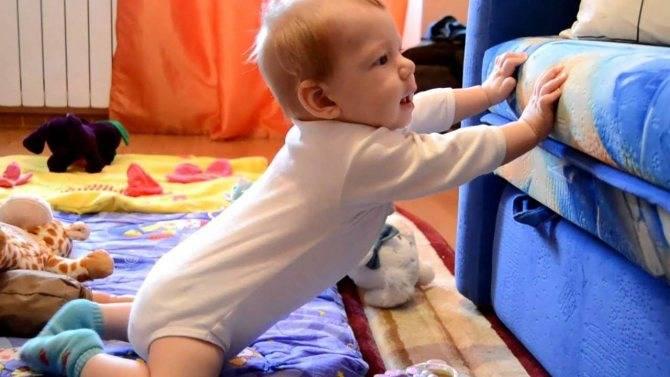 Как научить малыша вставать?