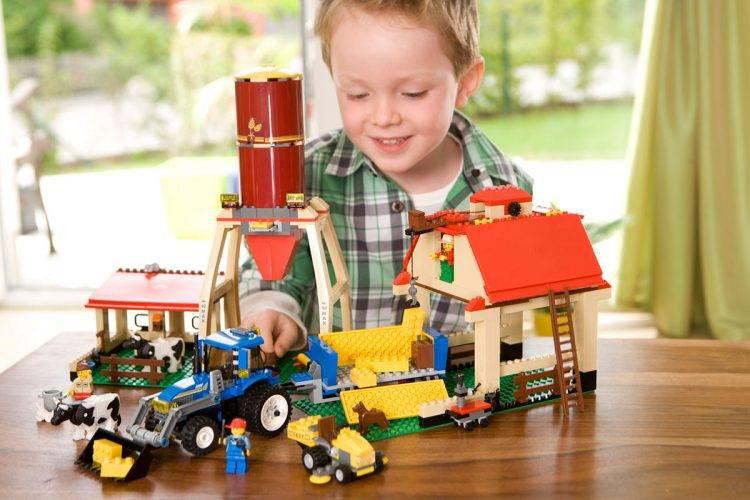26 крутых идей подарка мальчику на 4 года – от робота до игровой приставки