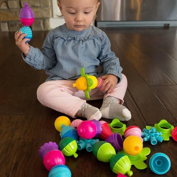 Как развивать ребенка в 11 месяцев: игры, занятия, игрушки