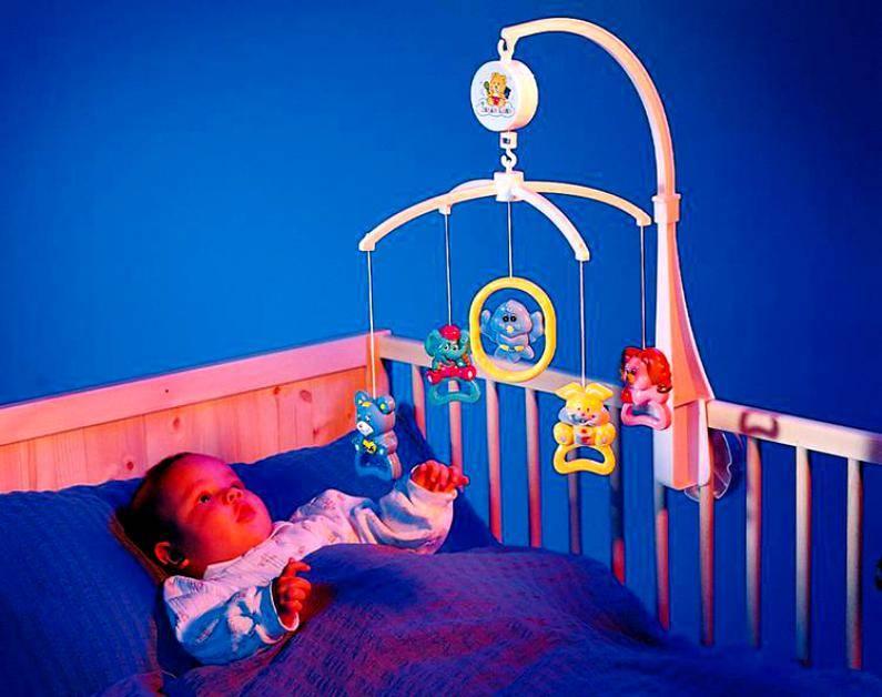 Мобиль на кроватку для новорожденных: какой выбрать