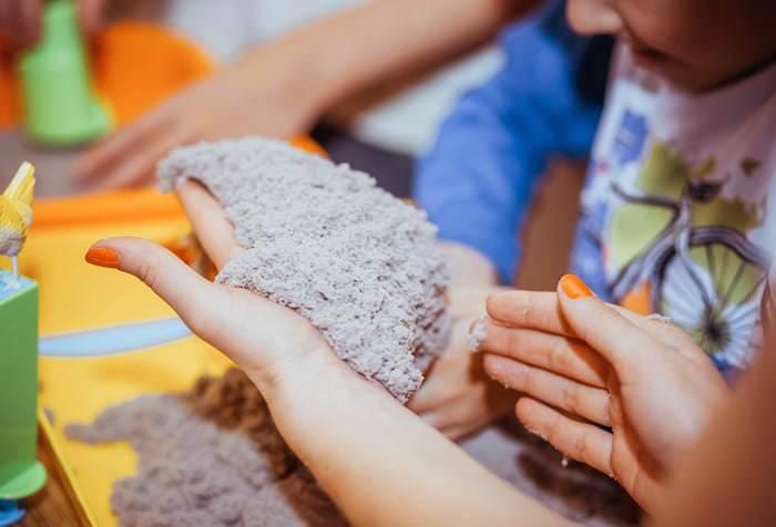 Кинетический песок, его характеристики, состав и лучшие способы сделать его в домашних условиях