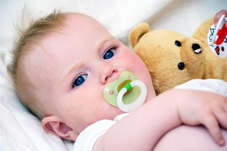 Топ-8 советов, как приучить ребенка к соске   nestle baby