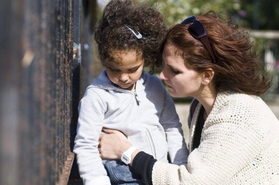 """""""ну ладно, простите"""": как научить ребенка извиняться по-настоящему? родители должны объяснять чувства обиженных"""