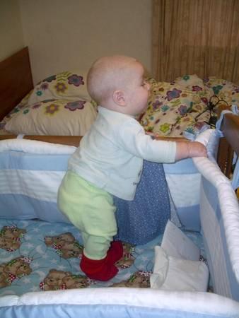 Учим малыша стоять с опорой. упражнения.