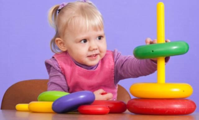 Как научить ребенка собирать пирамидку: что развивает, с какого возраста, игры