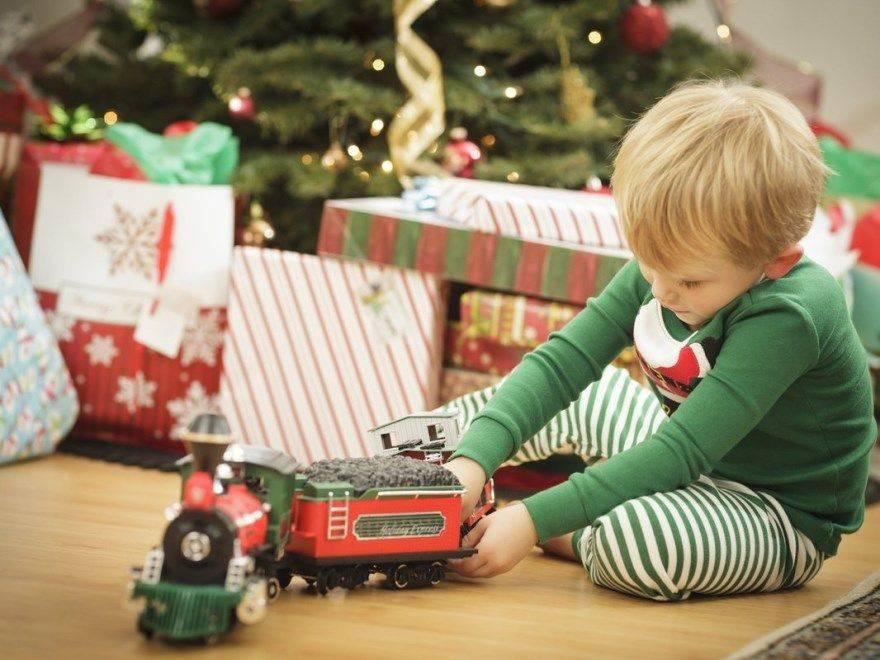 Что подарить мальчику на 3 года на день рождения - идеи подарков, в том числе сделанных своими руками