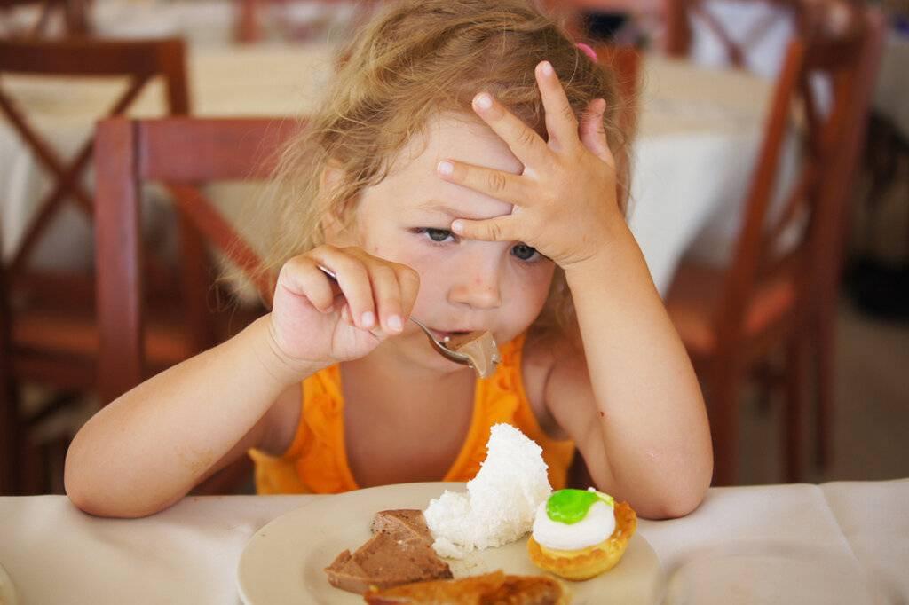 Насильно сыт не будешь: почему нельзя заставлять ребенка есть через силу. почему нельзя кормить ребенка насильно что можно заставлять а что нельзя