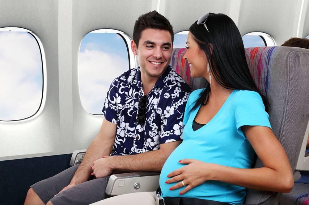 Можно ли беременным летать на самолете: до какого срока разрешены перелеты