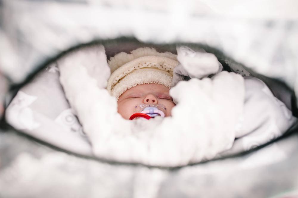 Когда можно гулять с новорожденным после роддома в первый раз