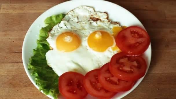 Яйца при грудном вскармливании: когда можно и в каком количестве