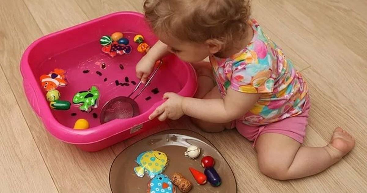 Ребенок в 4 месяца: особенности развития малыша, игры и упражнения, что умеет малыш