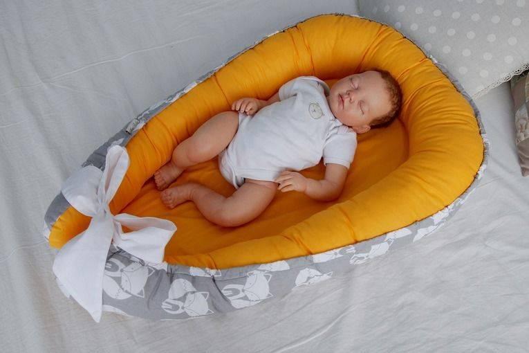 Зачем нужна ортопедическая подушка для новорожденного: как правильно использовать