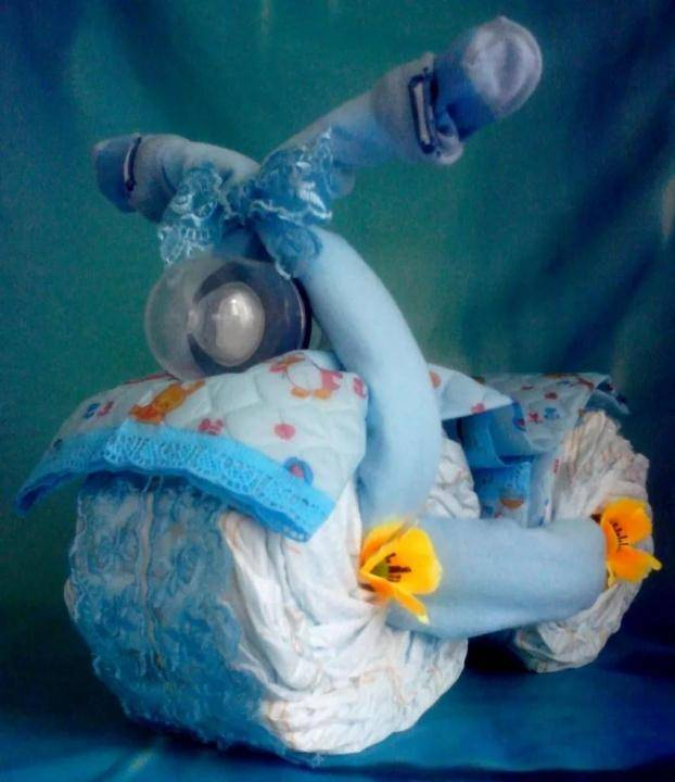 Букет из памперсов и одежды для новорожденных своими руками: мастер класс, фото