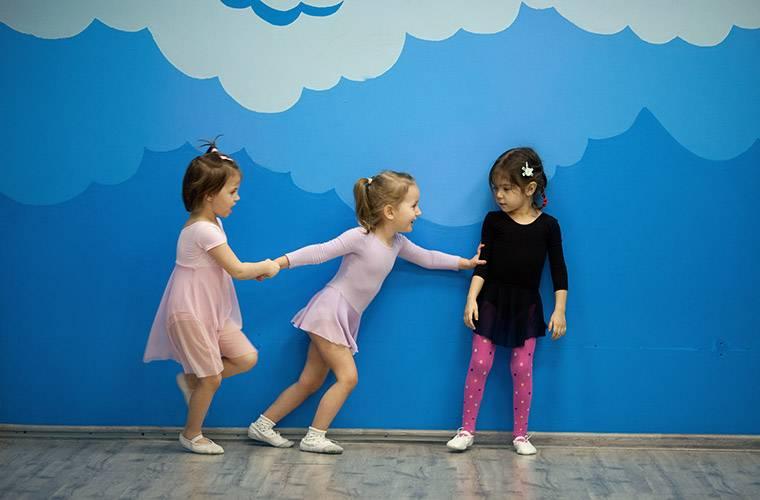 Стоит ли отдавать ребенка в детский сад? | плюсы и минусы