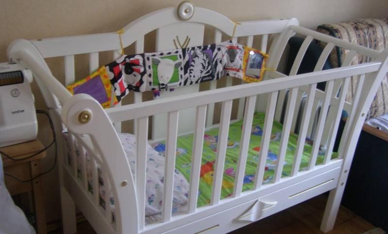 Какой краской покрасить детскую кроватку