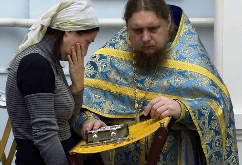 Посещение храма в критические дни женщине: можно или нет, ответы и мнения священников, особенности посещения церкви во время месячных – молитвы и акафисты на spas-icona.ru