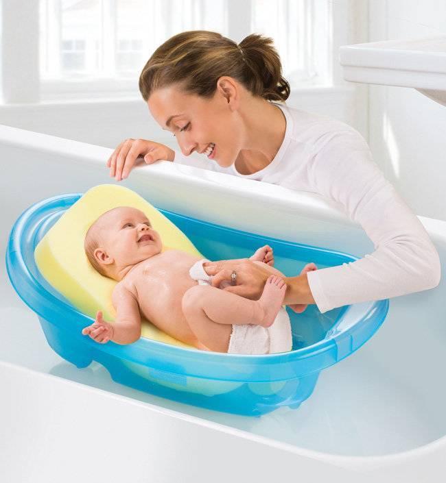 Подбираем горку для купания новорожденного: кукую именно, с какого возраста и нужна ли она вообще.