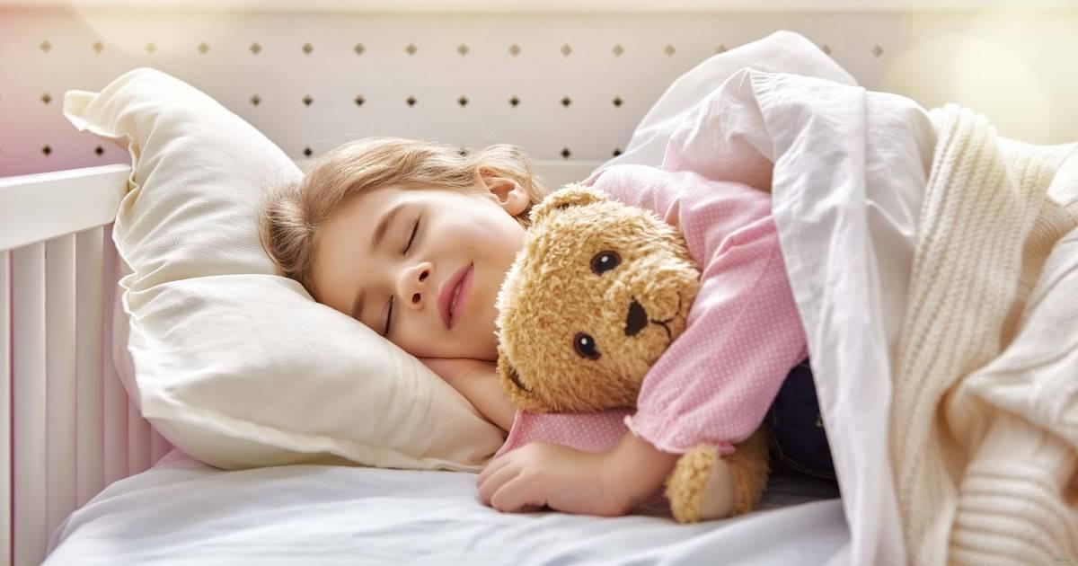 Как научить ребенка засыпать самостоятельно | pampers