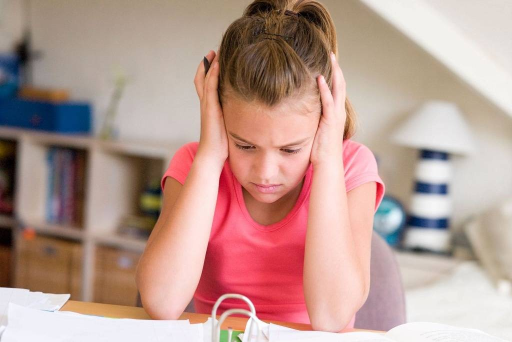 Тики у детей: причины и лечение