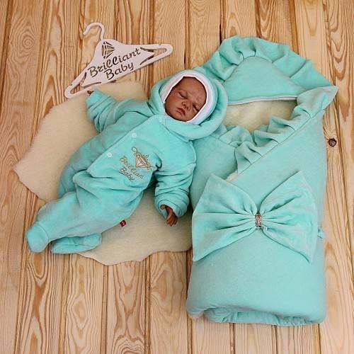Что лучше на выписку новорожденного зимой: конверт или комбинезон