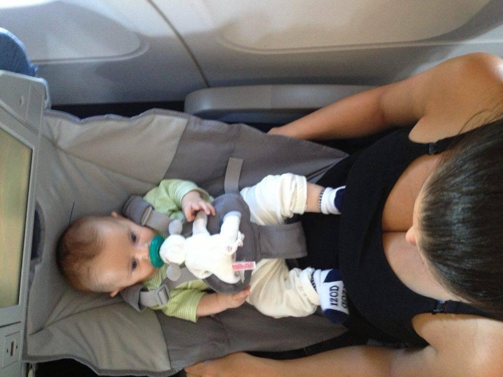 Правила перелета с грудным ребенком