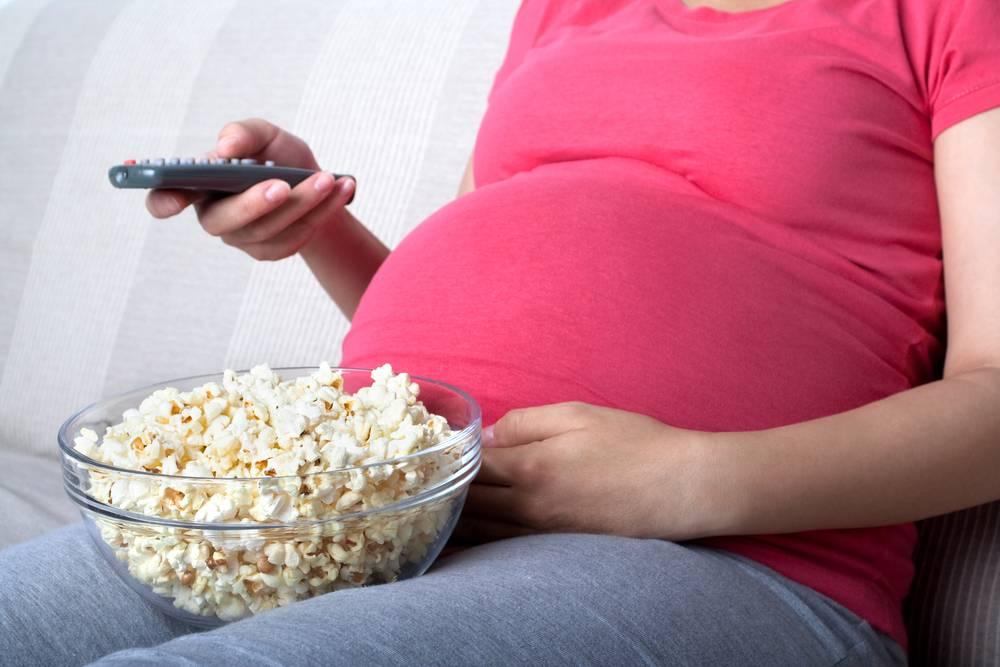 Попкорн для кормящей матери: польза, вред