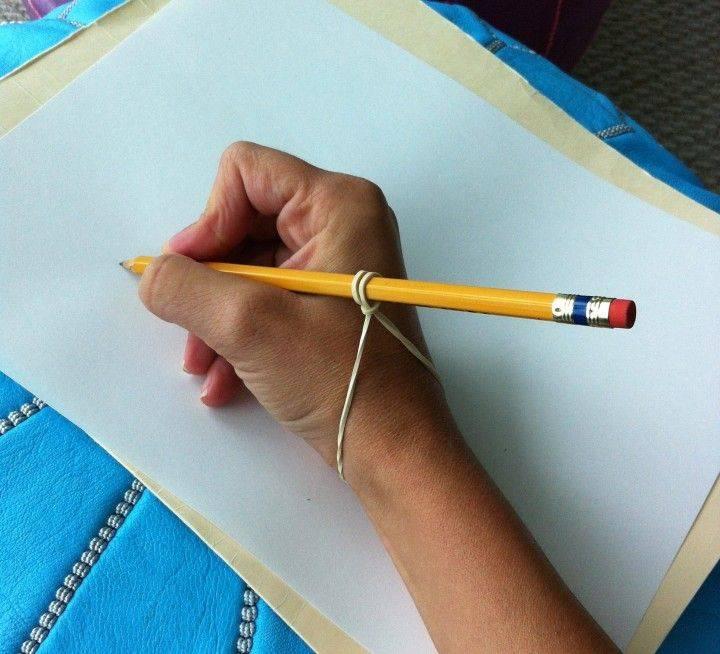 Как научить ребенка правильно держать карандаш или ручку.