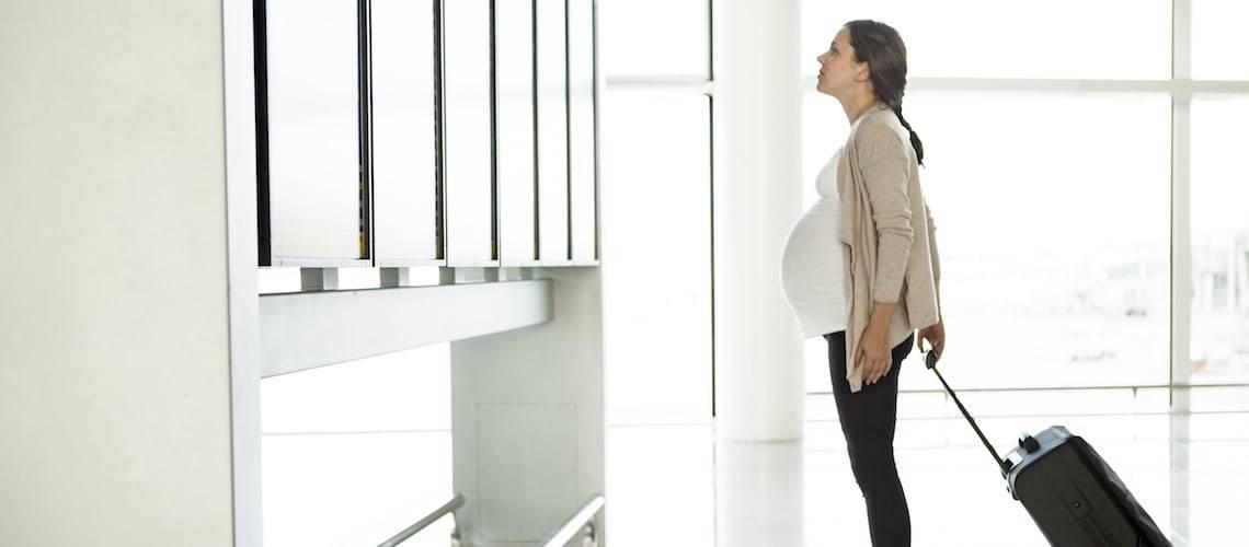 Как правильно летать самолетом на ранних сроках беременности?