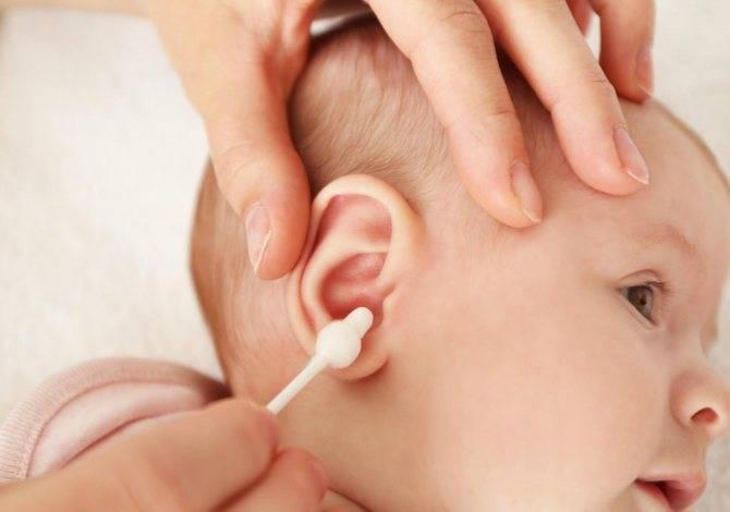 Уход за ушами новорожденного