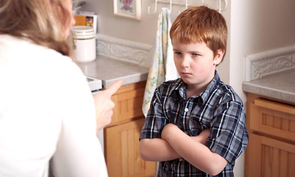 Почему ребенок хамит и грубит родителям и учителям, что делать, как себя вести