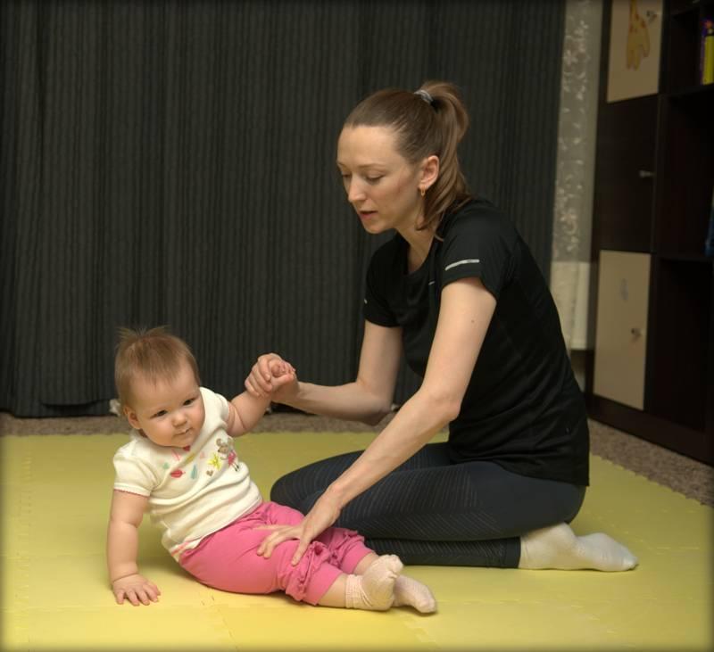 Как научить ребенка самостоятельно садиться