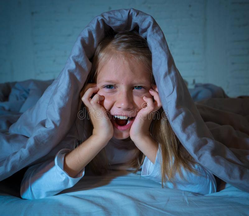 Двухгодовалый ребенок плачет во сне