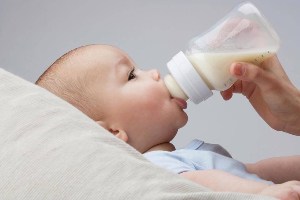 Докорм при грудном вскармливании: как вводить смесь и докармливать ребенка?