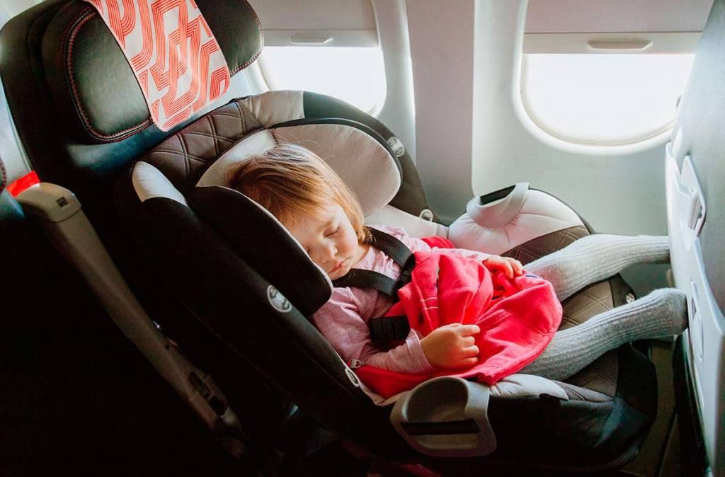 Перелет с детьми до года и старше: с какого возраста можно летать, сколько стоят билеты, что взять с собой / mama66.ru